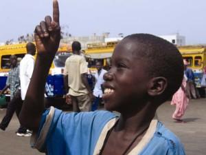 Deweneti Réalisateur(s) : Dyana Gaye 2006 /15mn / Sénégal