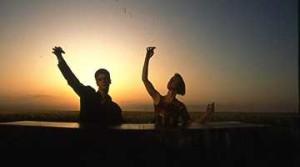 Le p'tit bal De Philippe Découflé Avec Pascale Houdin, Annie Lacour - 1993 - Fiction - 4m0s /  Un couple et toute l'émotion de son amour et l'histoire du petit bal perdu interprété par Bourvil.